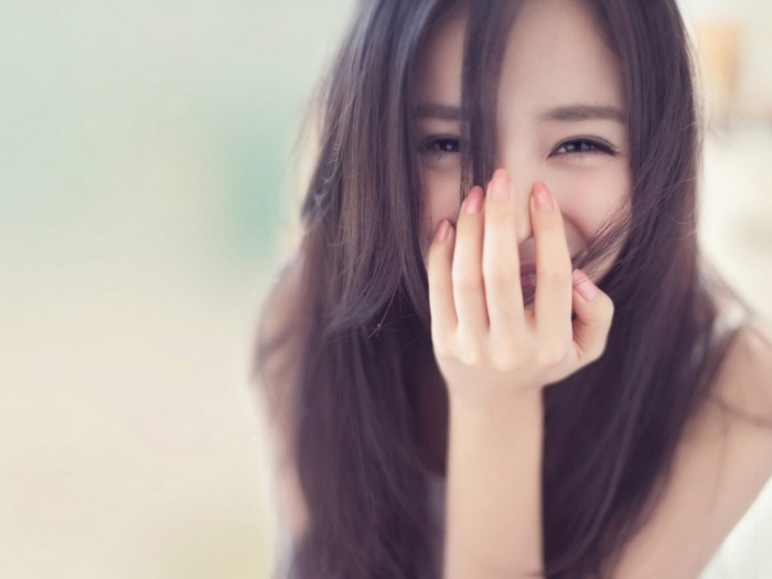 Trong nhân tướng học - Phụ nữ cười hở lợi sướng hay khổ 2